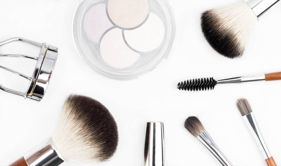 Makeup Necessities Over Summer