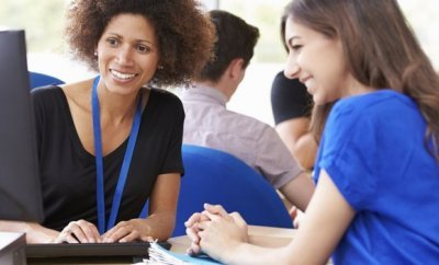 How to Become a College Advisor